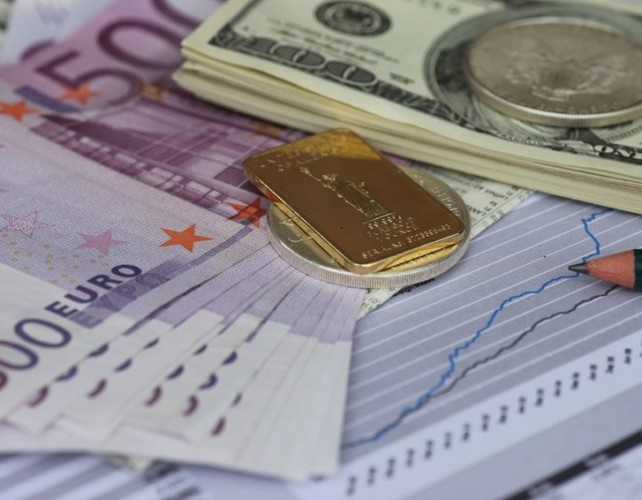 Euro poised to break to new highs
